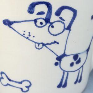 Kék állatos szűkülő falú kerámia bögre kutyás dekorral – 2,3dl