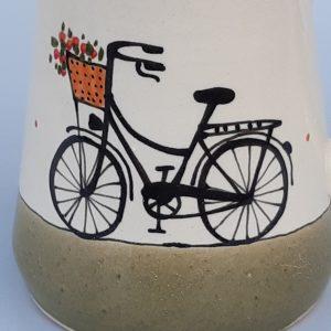 Többfunkciós kerámia kiöntő női virágkosaras bicikli dekorral – közepes – 7dl