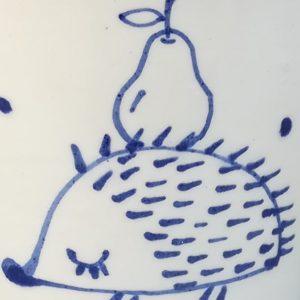 Kék állatos szűkülő falú kerámia bögre sünis dekorral – 1,7dl