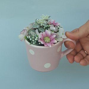 Kerámia bögre tartós virágkompozícióval #R3