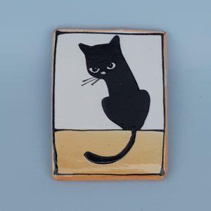 Kerámia hűtőmágnes fekete macska dekorral #1