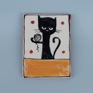 Kerámia hűtőmágnes fekete macska dekorral #2