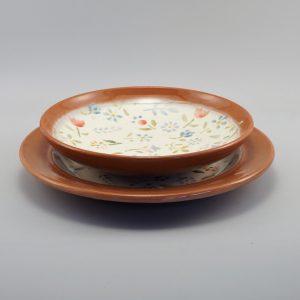 Kerámia tál és hozzá illő tányér színes virágmintával