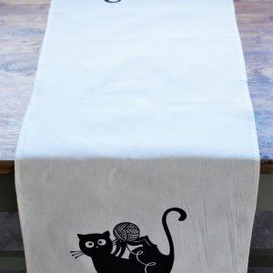Asztali futó gombolyagos cica dekorral # 09