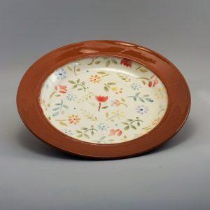 Lapos tányér színes virágmintával