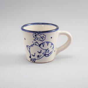 Kék állatos szűkülő falú kerámia bögre álmodó cicás dekorral – kicsi #21 – 1dl